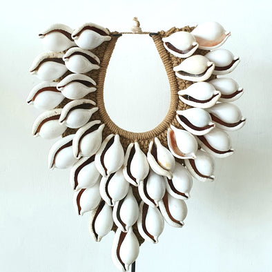 Large White Sea Shell Decor Necklace With Stand