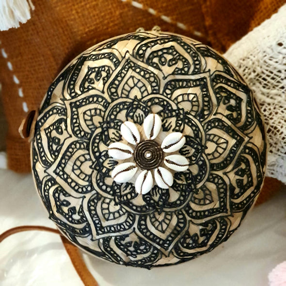 Round Natural Woven Bamboo Shoulder Bags With Shells