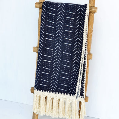Black Arrow Motif Pattern Throw