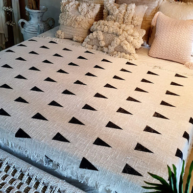 Black Diamond Pattern Throw With Fringe