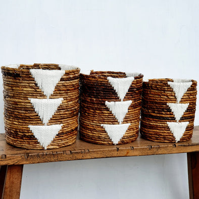 Round Banana Leaf & White Macrame Basket Set