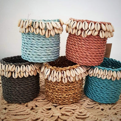 Small Round Raffia Pots With Shells - Canggu & Co