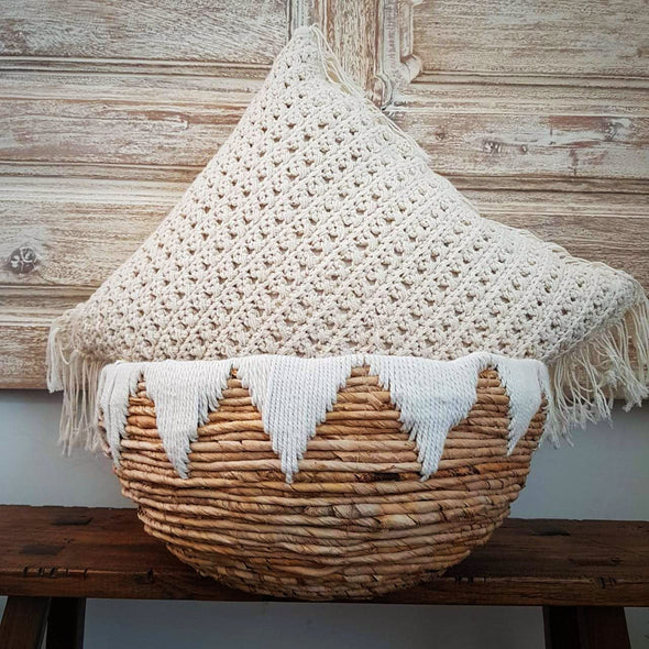 Round Banana Leaf Basket With Natural Thread Pattern - Canggu & Co