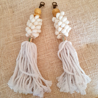 White Moon Shell Key Chains With Tassels