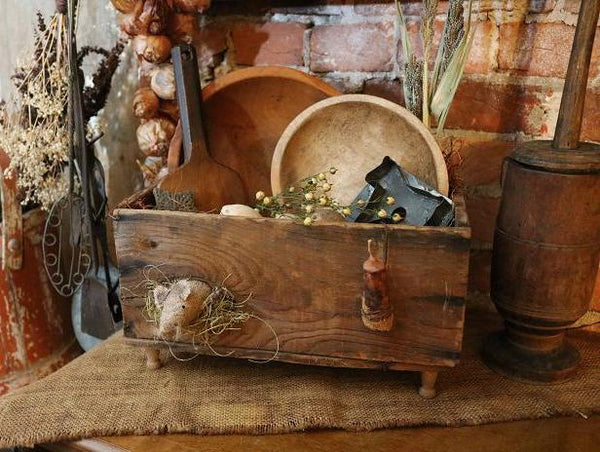 Primitive Bowl Holder Box Gathering With Wee Mouse