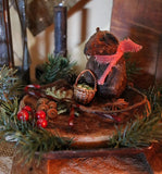 Christmas Mouse Pan and Wooden Riser Gathering Sweet