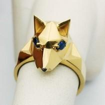 Wolf head ring in gold