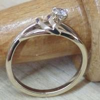 Engagement ring with solitary diamond