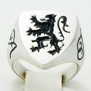 White gold lion signet ring