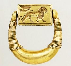 ancient gold lion ring