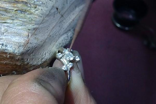diamond setting engagement ring