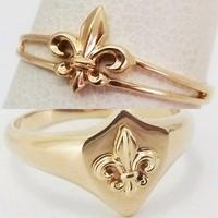Fleur de lys wedding rings duo
