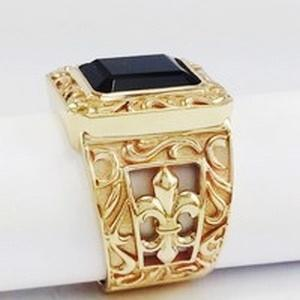 Gold signet ring with onyx stone