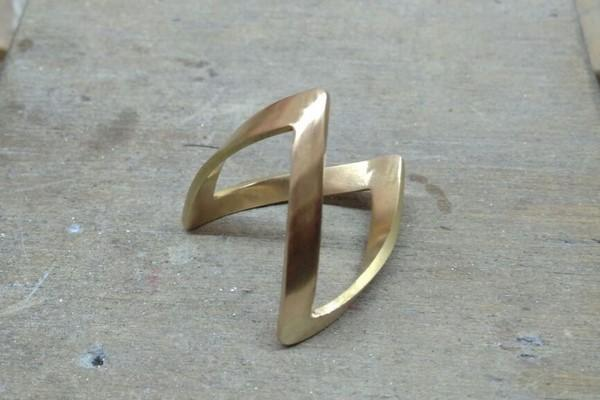 African V-shaped ring