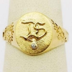 Gold ring wit initials engraved in relief