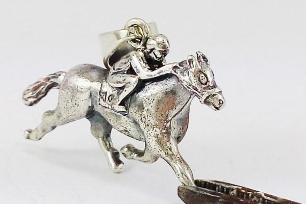 silver horse pendant made of silver
