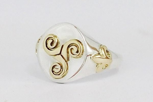 silver signet ring engraved with molded part in 18k gold