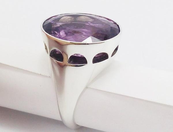 side view of the episcopla silver ring with amethyst