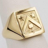 crest engraving on gold signet ring