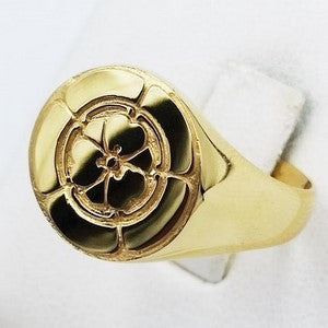 japanese gold signet ring with engraved coat of arms
