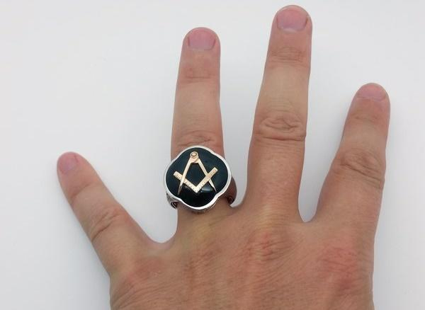 gold masonic ring wore on finger