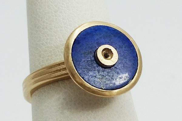 setting the lapis lazuli stone on the gold ring