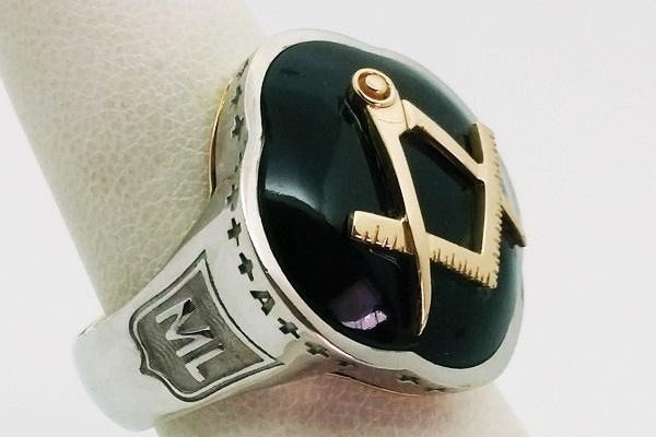 gold ring with large onyx cabochon