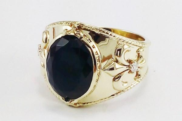 large onyx signet ring in 18k gold