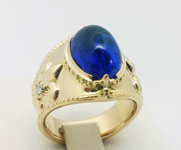 cabochon tanzanite set on the ring