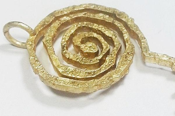 details of the rough gold of the pendant