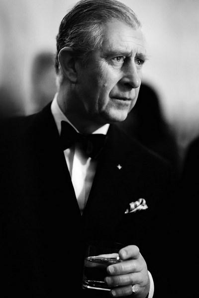princes charles wear is signet ring on the left hand pinkie finger
