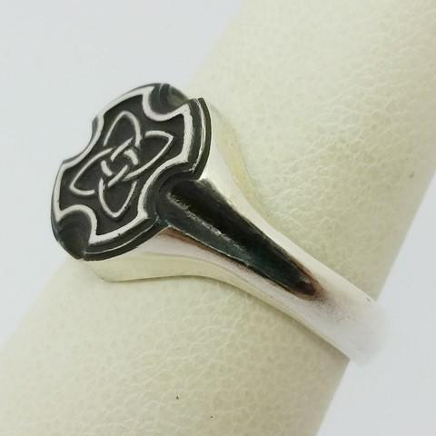 Man celtic ring