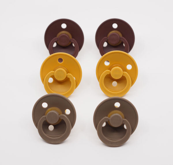 MUSHIE BIBS PACIFIER - CHESTNUT