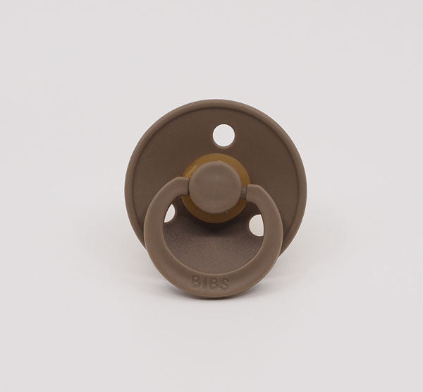 MUSHIE BIBS PACIFIER - DARK OAK