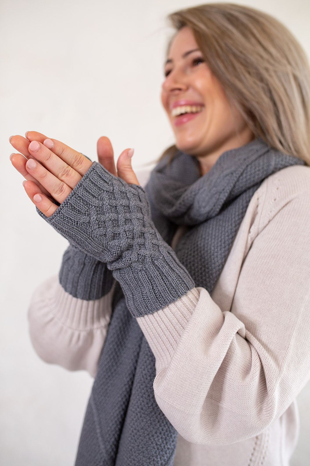 Cable Gloves - Marle Grey