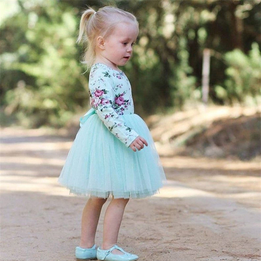 How to dress a child in the spring