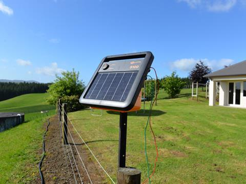 Gallagher S100 Solar Energizer with Internal Battery