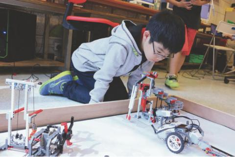 Robotics Division (7-14 years, Happy Valley / Taikoo / Prince Edward) - Whizpa