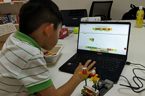Children are attending Robotics Course in TechBob Academy