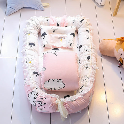 baby nest bed Bring blankets pillows