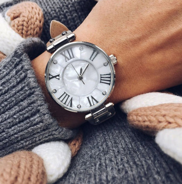 Adorable watches with dial of pearl and leather strap Two colors