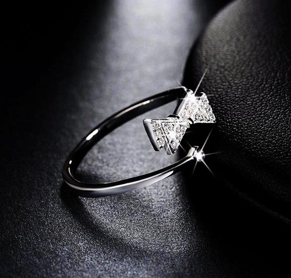 Sterling silver ring with crystal bow 925