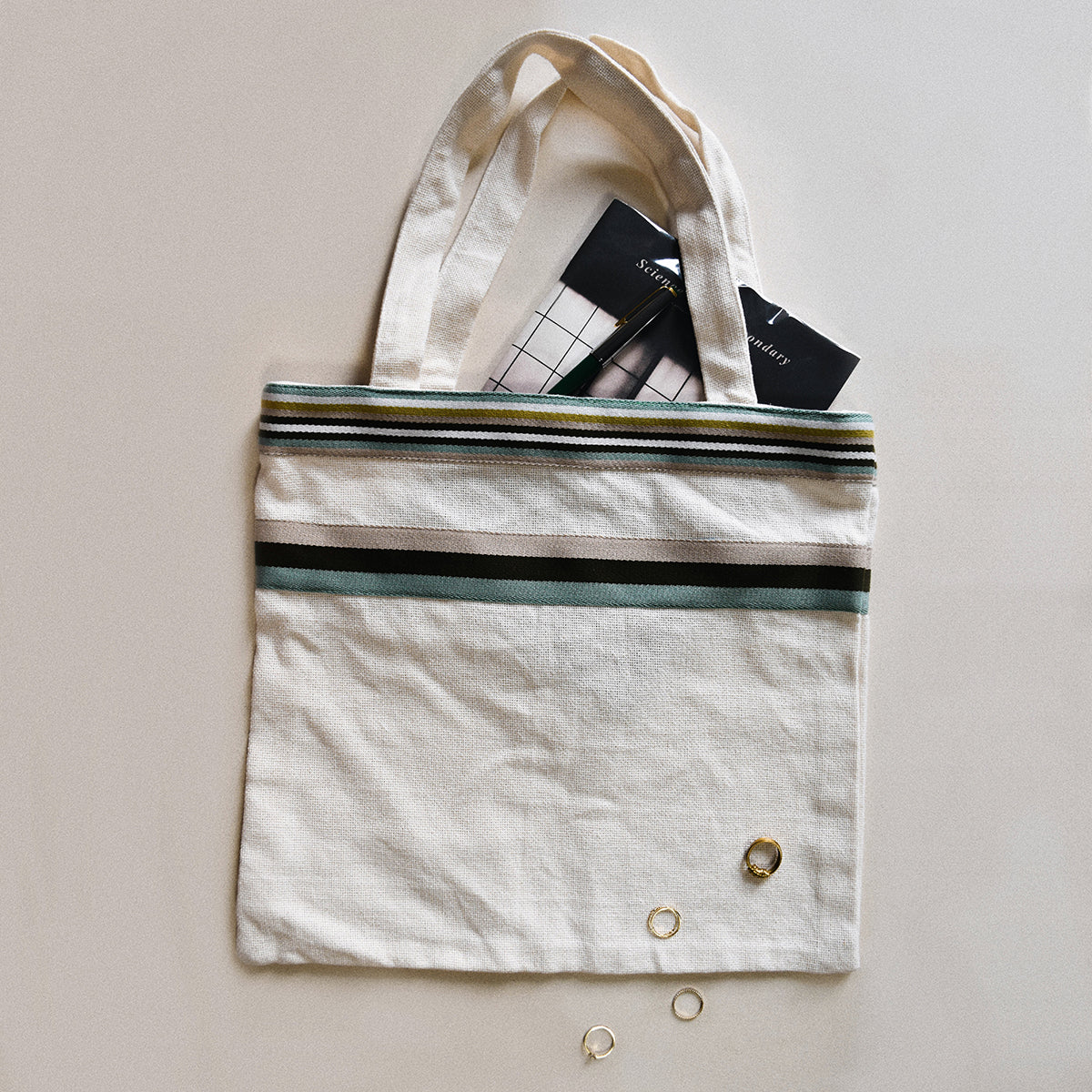 Tote bag with colored webbing | Sewing project © Singer® Hong Kong