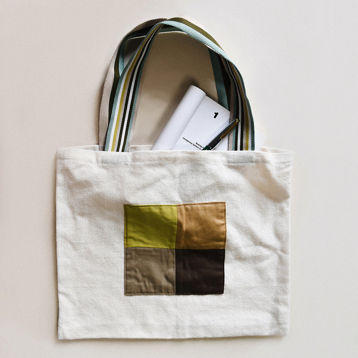 Tote bag with patchwork | Sewing project © Singer® Hong Kong