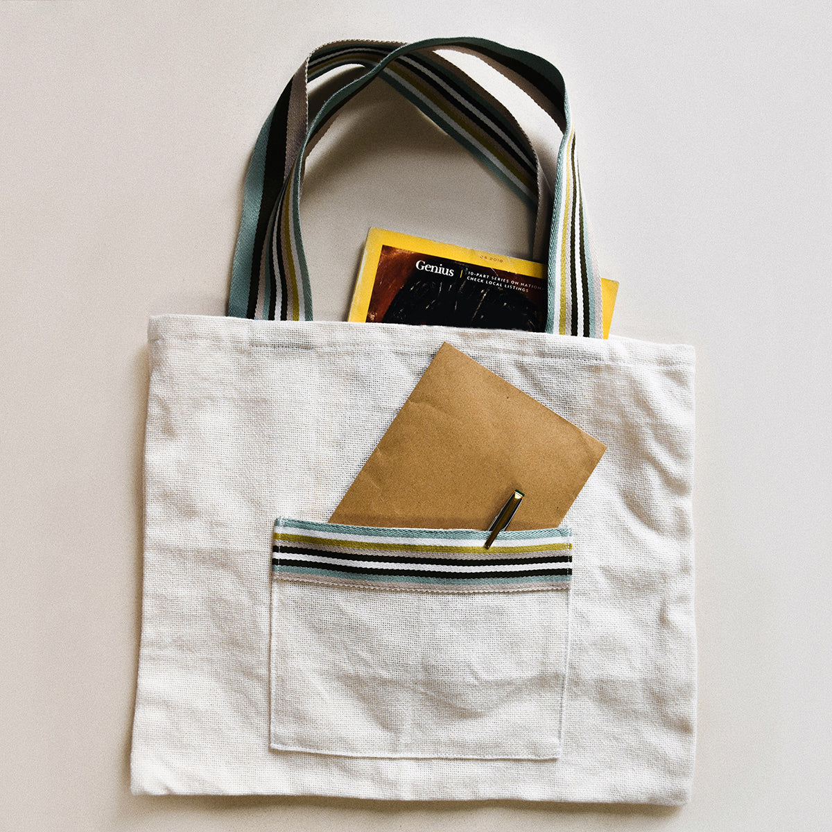Tote bag with outer pocket | Sewing project © Singer® Hong Kong