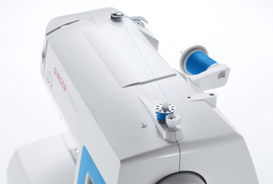 Automatic bobbin winding of Brilliance™ 6160 sewing machine. Brilliance™ 6160 車縫機的自動捲底線功能