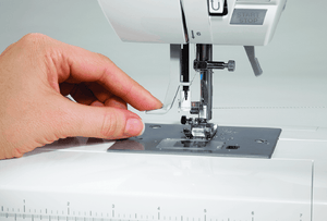 Automatic threading of Quantum Stylist™ 9960 sewing machine. Quantum Stylist™ 9960 衣車的穿線功能