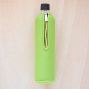 Reusable glass bottle, green neoprene cover, 500ml - Botella de vidrio, funda verde