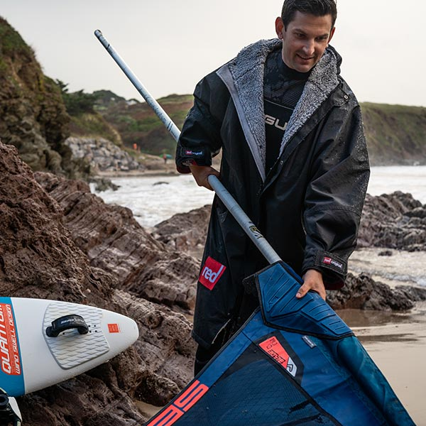 Setting up a Wind Sup on a beach