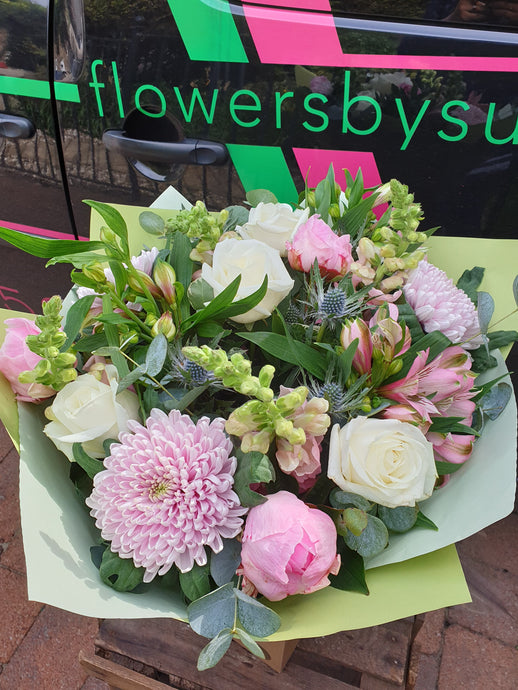 Seasonal flowers delivered in Glasgow. Florist Choice bouquet. Flowers for a gift. Local flower delivery in Glasgow. Bespoke flower design. Beautiful blooms
